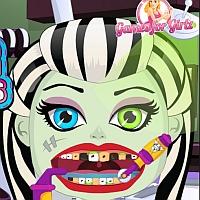 Школа Монстров Лечим Зубы